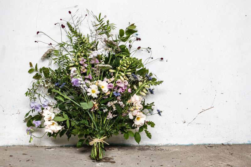 coffin spray using British grown flowers